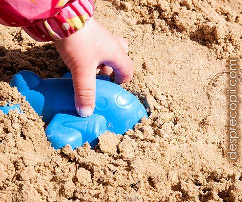 Nisipul plajei ne poate imbolnavi: bolile pe care le poti lua de la nisip