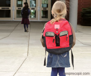 Cum sa iti pregatesti copilul sa mearga singur la scoala?