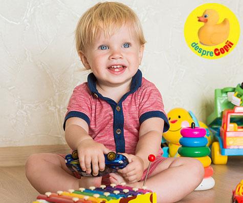 Ce stie sa faca bebelusul la 14-15 luni?