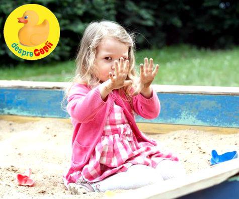 Joaca la laditele cu nisip: riscurile de sanatate de care trebuie sa stie orice parinte