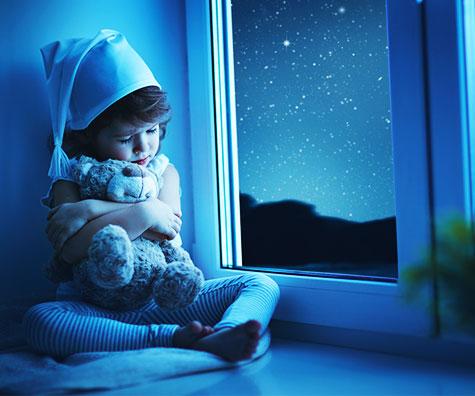 Cine stabileste ora de somn a copilului?
