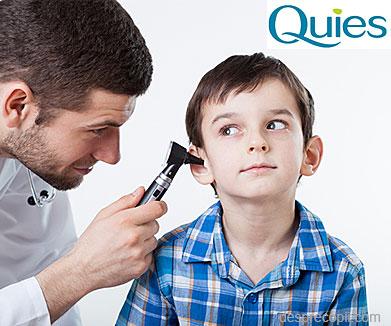Copilul are ceara in urechi: cum curatam urechea copilului si de ce