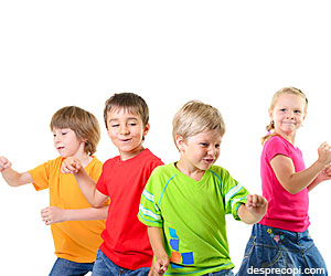 Muzica si dansul stimuleaza dezvoltarea copiilor